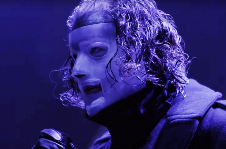 Slipknot's lead singer Corey Taylor performing.