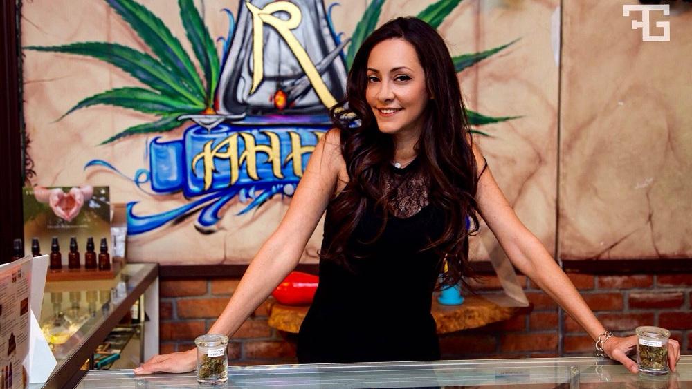 Dr Dina Cannabis la