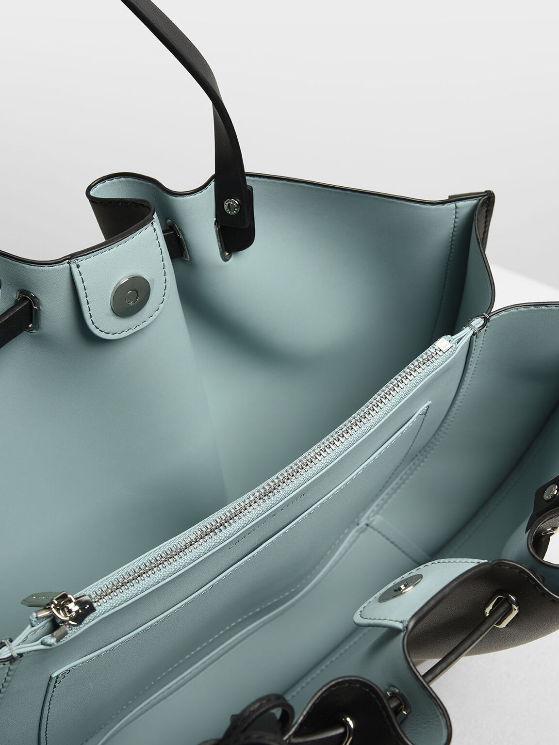 ruched tote interior